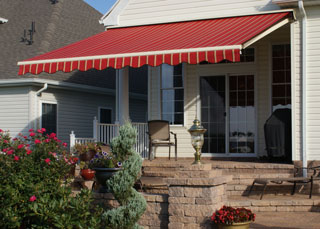 retractable lateral arm awning