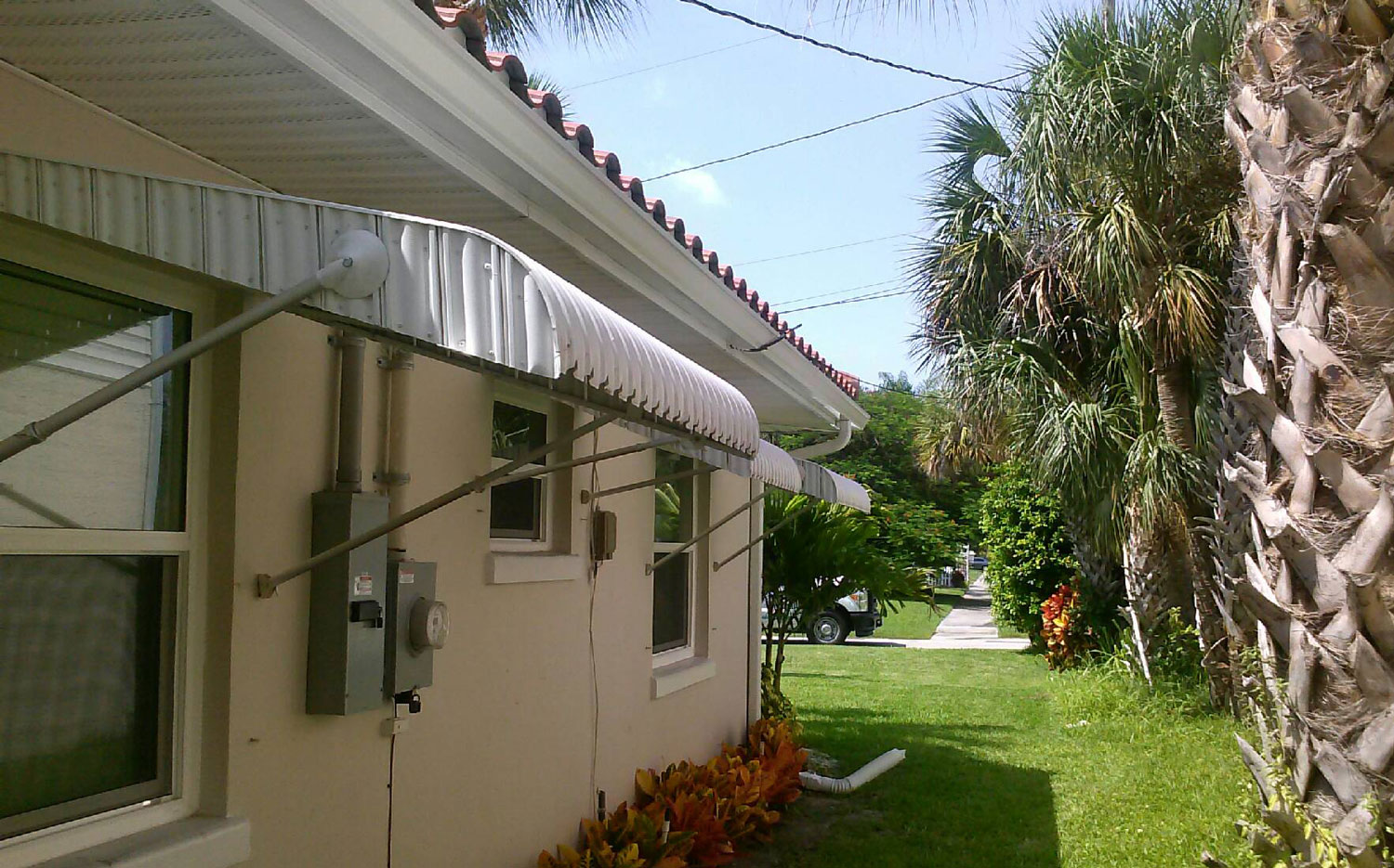 Clamshell Aluminum Awning Gallery