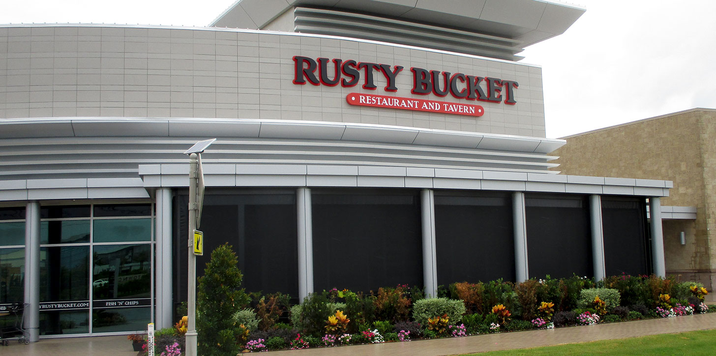 shade point contract solar screens at the rusty bucket restaurant and tavern in sarasota florida