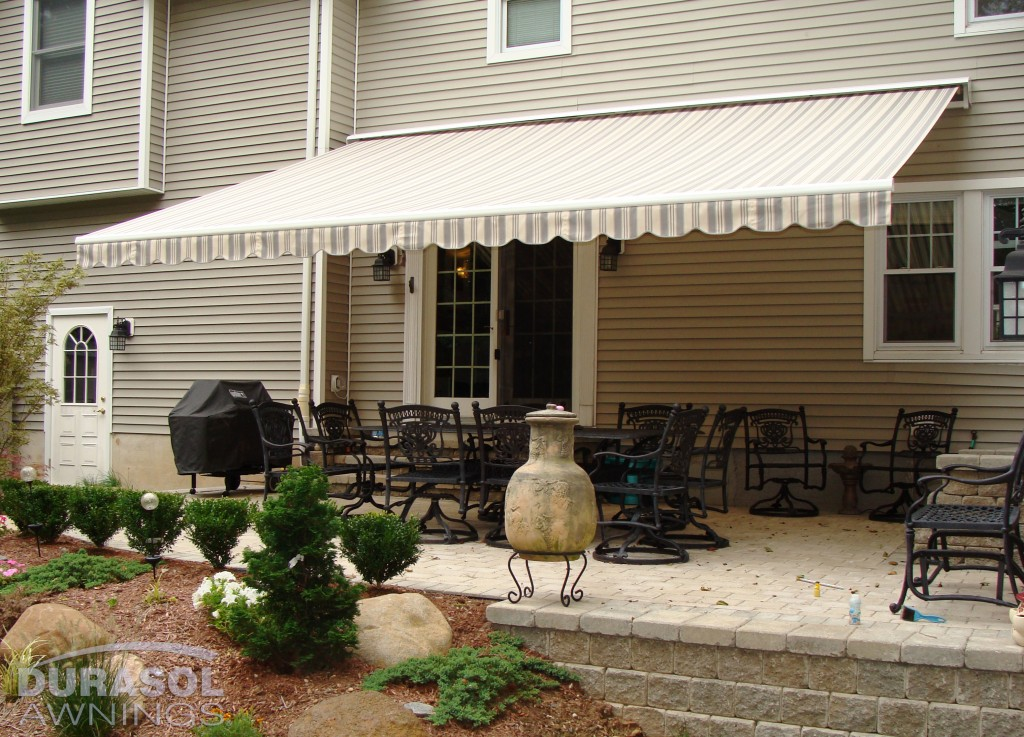 Retractable Lateral Arm Awnings